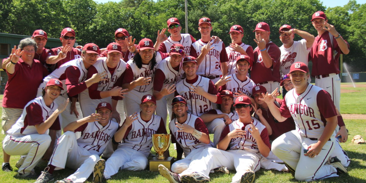 picture of baseball team with trophy